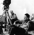 图:1960年伯格曼与摄影师一起拍电影