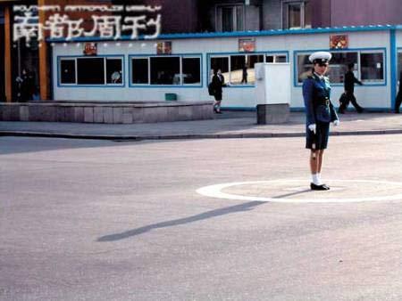 漂亮的朝鲜女交警
