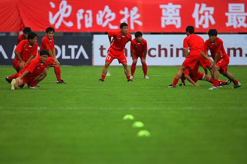 图文:[四国赛]日本VS朝鲜 朝鲜国奥赛前训练