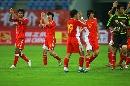 图文:[四国赛]国奥2-0博茨瓦纳 致谢球迷