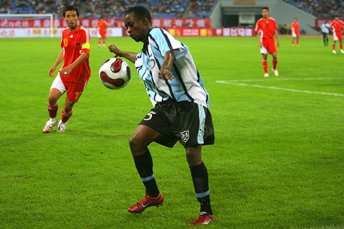 图文:[四国赛]国奥2-0博茨瓦纳 陈涛鞭长莫及