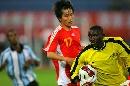 图文:[四国赛]国奥2-0博茨瓦纳 黑白交错