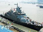 """""""吉打""""号巡逻舰驶抵上海扬子江码头。"""