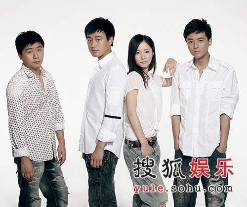 (左起)冯鹏、佟大为、江一燕、朱雨辰