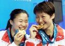 图文:悉尼奥运会乒乓比赛 王楠/李菊女双称王
