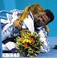 图文:奥运会赛场温情时刻 桑帕尼斯与女儿拥抱