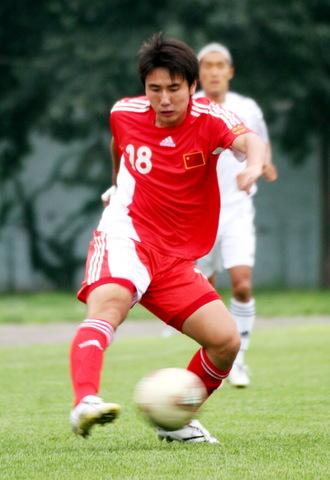 图文:[潍坊杯]国青1-1韩国 王亮横向扣球