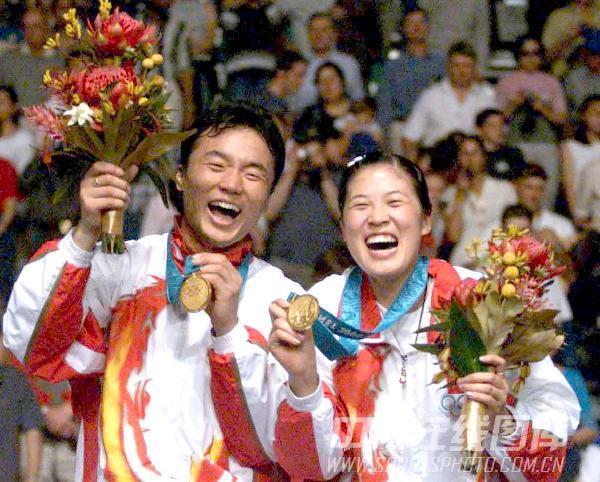组图:2000年现役奥运冠军 张军高��合影