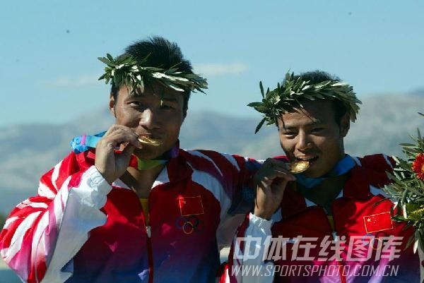 图文:2004年现役奥运冠军 孟关良杨文军夺冠