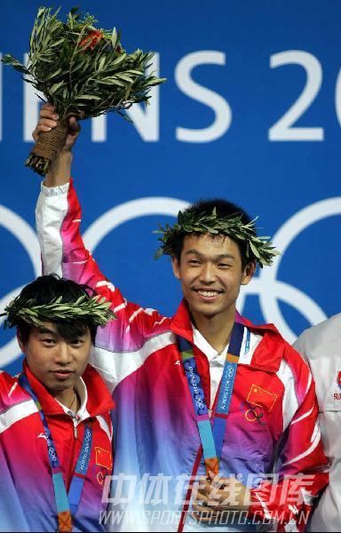 图文:2004年现役奥运冠军 朱启南登顶