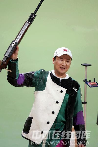 图文:2004年现役奥运冠军 贾占波庆祝胜利