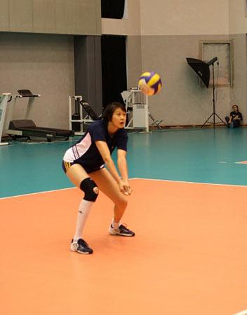 图文:2004年现役奥运冠军 赵蕊蕊防守训练