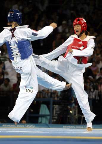 图文:2004年现役奥运冠军 陈中在比赛中