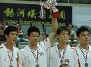图文:[斯杯]中国获亚军 孙悦高举奖杯