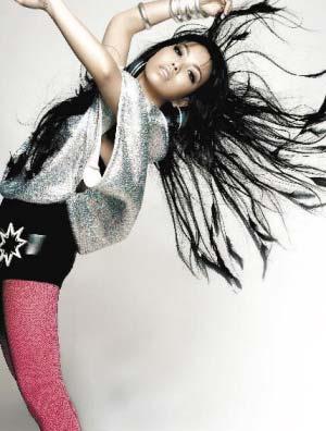 张惠妹在新专辑《Star》中以红色网袜造型出现