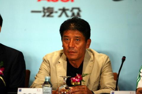 图文:巴萨在京召开发布会 国安主帅李章洙