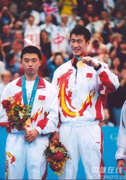 组图:2000年现役奥运冠军 王励勤再夺男双冠军冠军