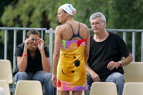 巴黎游泳公开赛首日 马纳多美丽背影
