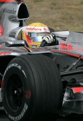 图文:[F1]匈牙利站次回练习 汉密尔顿特写