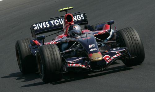 图文:[F1]匈牙利站次回练习 维特尔进行练习