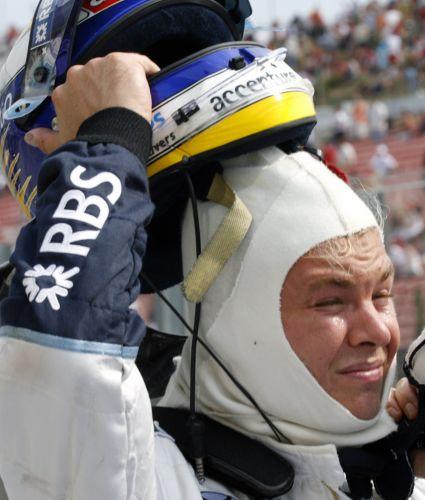 图文:[F1]匈牙利站次回练习 罗斯伯格摘下头盔