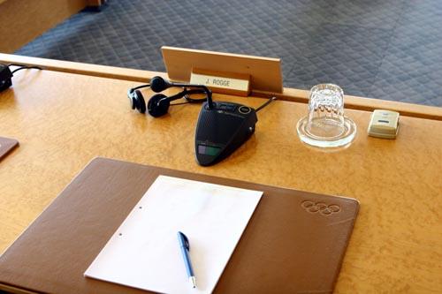 国际奥委会会议厅内罗格主席的座位