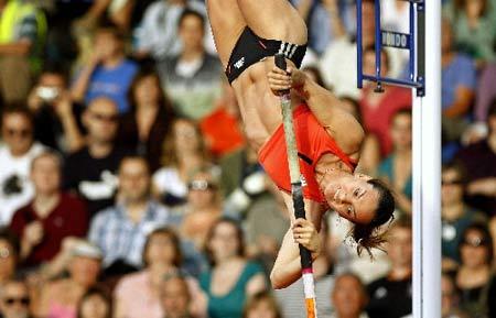 图文:伦敦田径大奖赛 伊辛巴耶娃女子跳高无敌