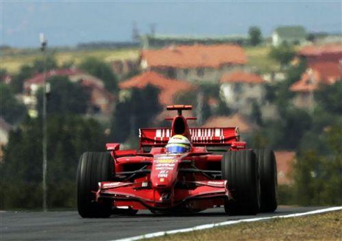 图文:[F1]匈牙利站末次练习 马萨进行练习