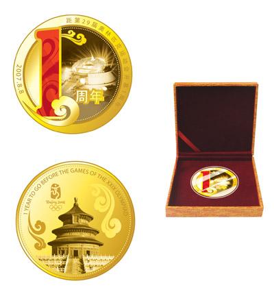 图文:奥运倒计时周年新品限量推出 镀金纪念章