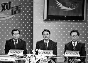 从左至右分别为卫生部、商务部、质监总局新闻发言人毛群安、王新培、刘德平。