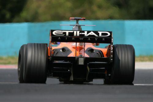 图文:[F1]匈牙利大奖赛正赛 苏蒂尔在比赛中