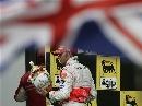 图文:[F1]匈牙利大奖赛正赛 在国旗的护卫下