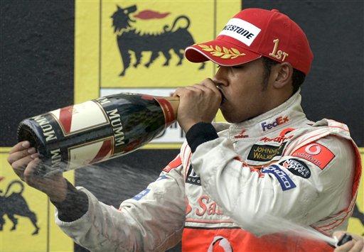 图文:[F1]匈牙利大奖赛正赛 畅饮胜利的香槟