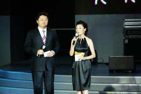 图文:官方电影正式开机 主持人张斌周涛
