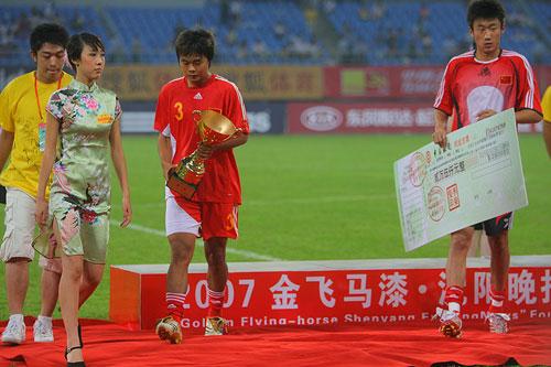 图文:[四国赛]国奥0-1朝鲜 黯然走下领奖台