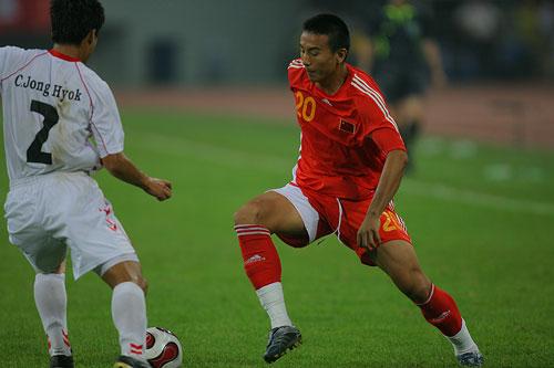 图文:[四国赛]国奥0-1朝鲜 毛剑卿变向