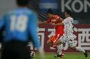 图文:[四国赛]国奥0-1朝鲜 沈龙元突破