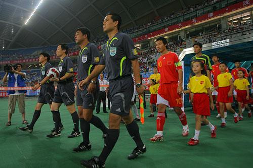 图文:[四国赛]国奥0-1朝鲜 陈涛领衔国奥