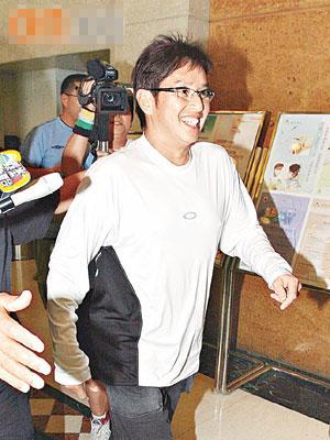 谭咏麟一返回香港就去医院看望张柏芝