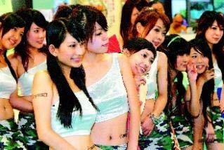 台北世贸电脑展上的show girl(图:联合报)