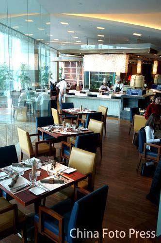 图文:姚明叶莉上海完婚 酒店自助餐厅