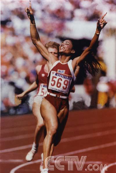 图文:CCTV《同一个梦想》 美国短跑选手乔依娜