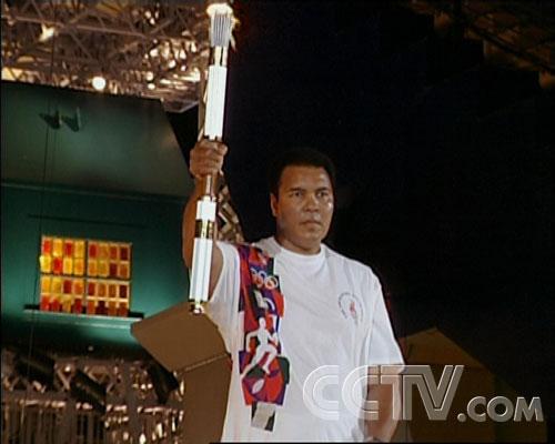 图文:CCTV《同一个梦想》 阿里持亚特兰大火炬