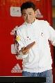 图文:奥运倒计时一周年 刘德华打乒乓球庆祝