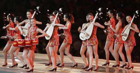 """2004年雅典奥运会闭幕式上由张艺谋导演的""""8分钟""""表演。"""