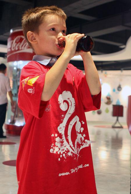 品尝可乐 奥运官方网站张宇摄