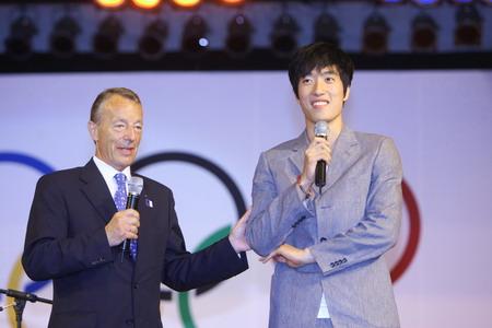 图文:罗格宴请北京奥运赞助商 刘翔到场参加