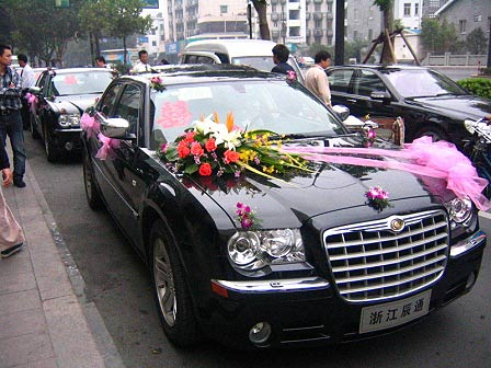 奥运倒计1周年 克莱斯勒300c新人婚车迎奥高清图片