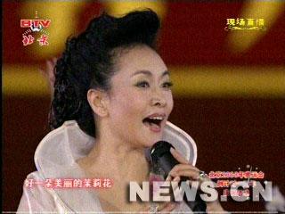 图文:北京奥运倒计时一周年庆祝活动 彭丽媛