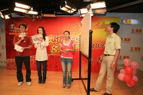 """图文:搜狐""""我与奥运同生日"""" 兰兰与网友互动"""